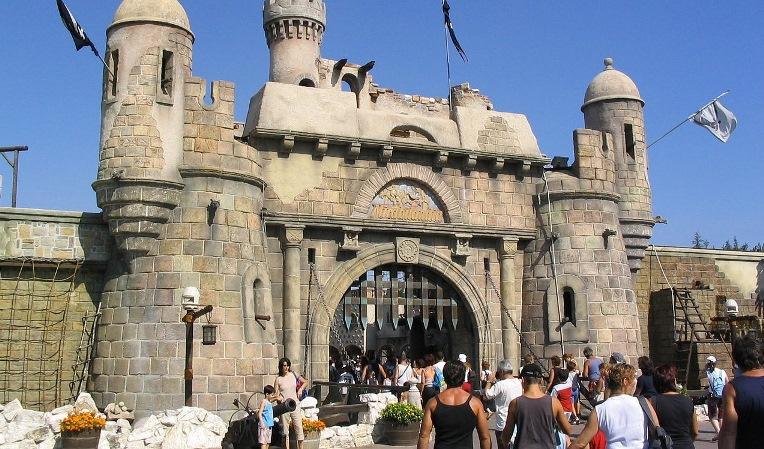 Wejście do Mirabilandia, źródło Angelo Penone/wiki